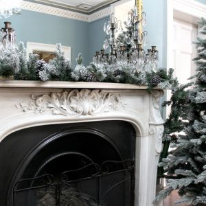 National Tree Pre-Lit Snowy Dorchester Pine Garland – 2.7m